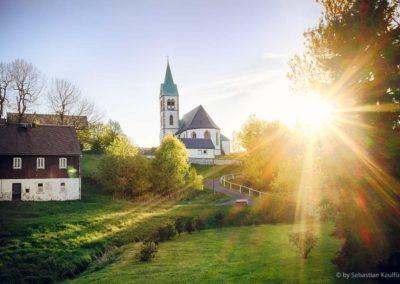 Die Kirche Fürstenau im Sommer Sonnenuntergang Dorfkirche Ost Erzgebirge