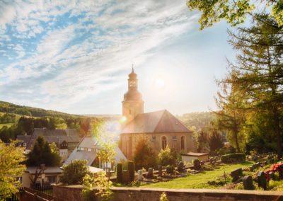 Die Ost Erzgebirge Kirche Geising im Sommer Sonnenuntergang