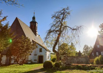 Die Kirche Liebenau im Sommer Sonnenuntergang, die älteste romanische Kirche im Ost Erzgebirge.